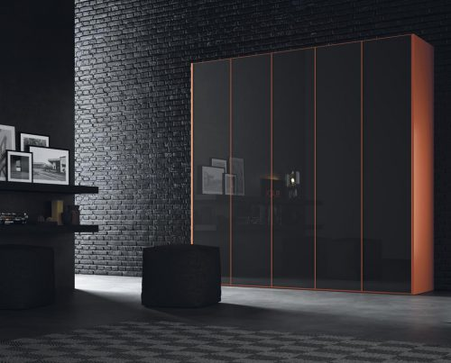 Armario de cinco puertas batientes en color Vulcano Brillo y Mandarina