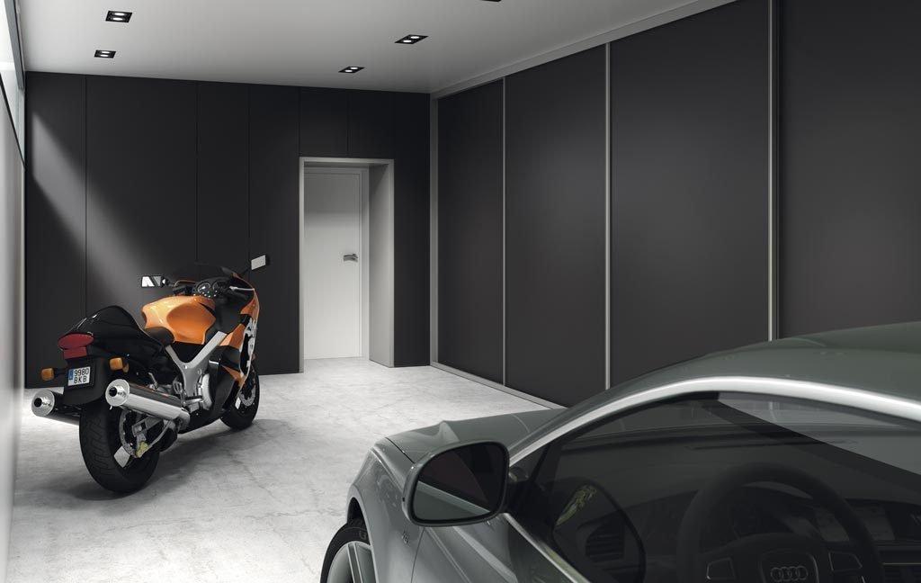 Armario de cuatro puertas Vulcano en el garaje de la vivienda