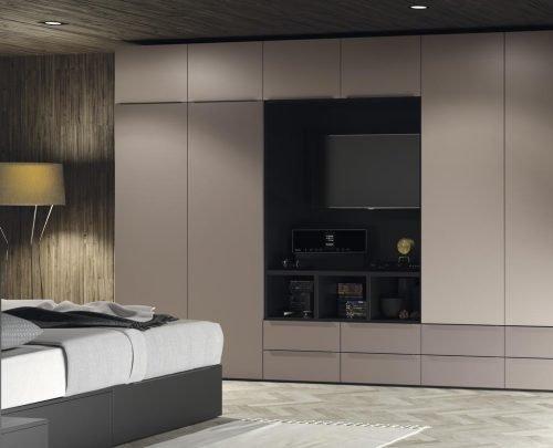 Armario con un mueble TV incorporado que es muy práctico y funcional