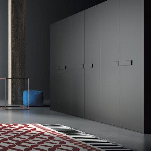 Armario de seis puertas batientes en color Vulcano