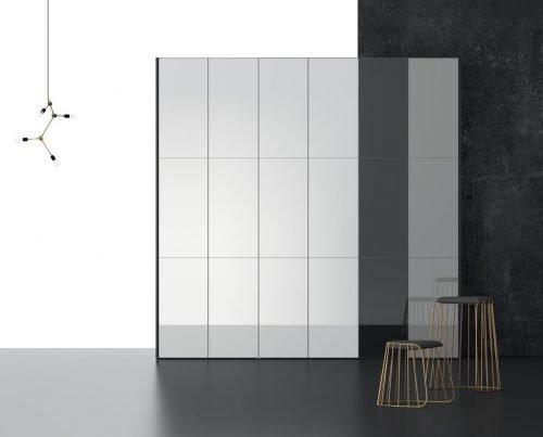 Armario de seis puertas batientes con paneles verticales