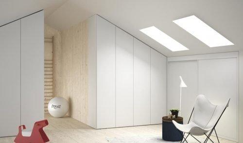 Buhardilla con tres armarios a medida en color Blanco