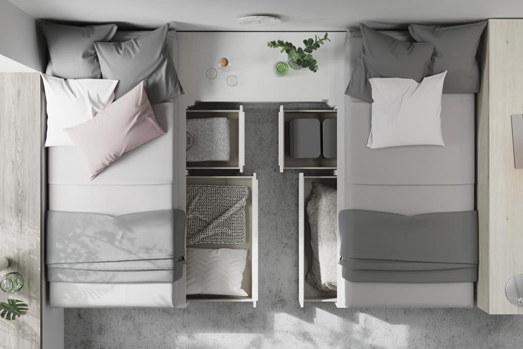 Detalle de los cajones de gran capacidad para tener la habitación en orden
