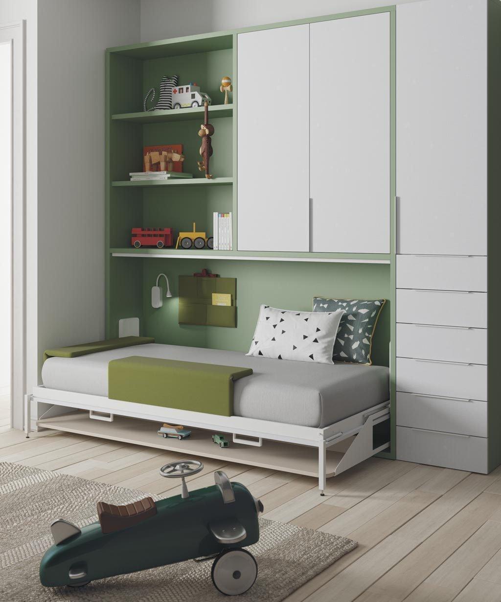Detalle de la cama abatible abierta con la mesa escritorio plegada bajo la cama