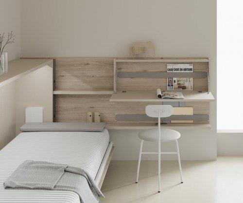 Detalle de la cama abatible abierta con los complementos de la colección FLAT