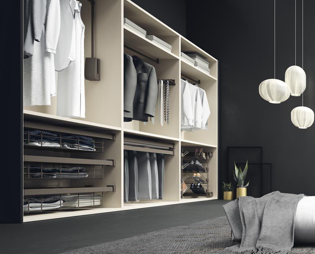 Diferentes complementos interiores para el armario