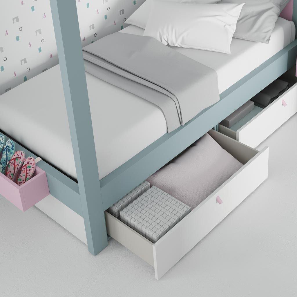 Detalle de los cajones inferiores de la cama con dosel