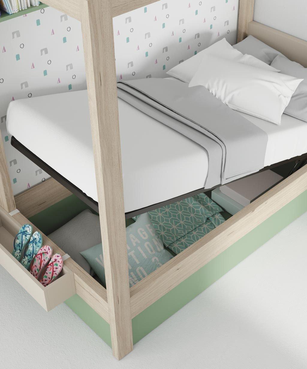 Detalle de la cama canapé abierta para tener la habitación en orden