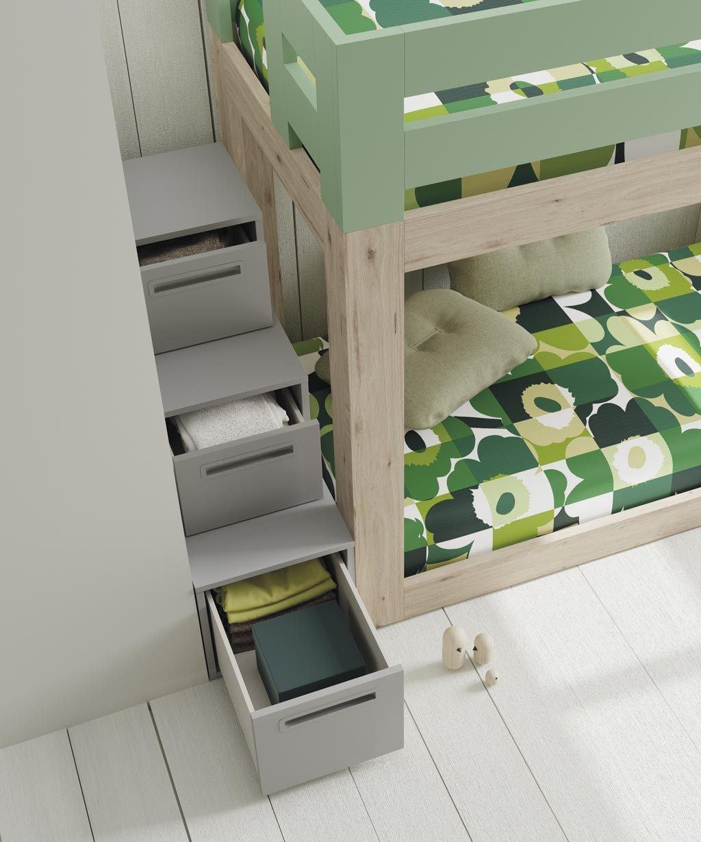 Detalle de la escalera realizada con cajones para acceder a la cama superior