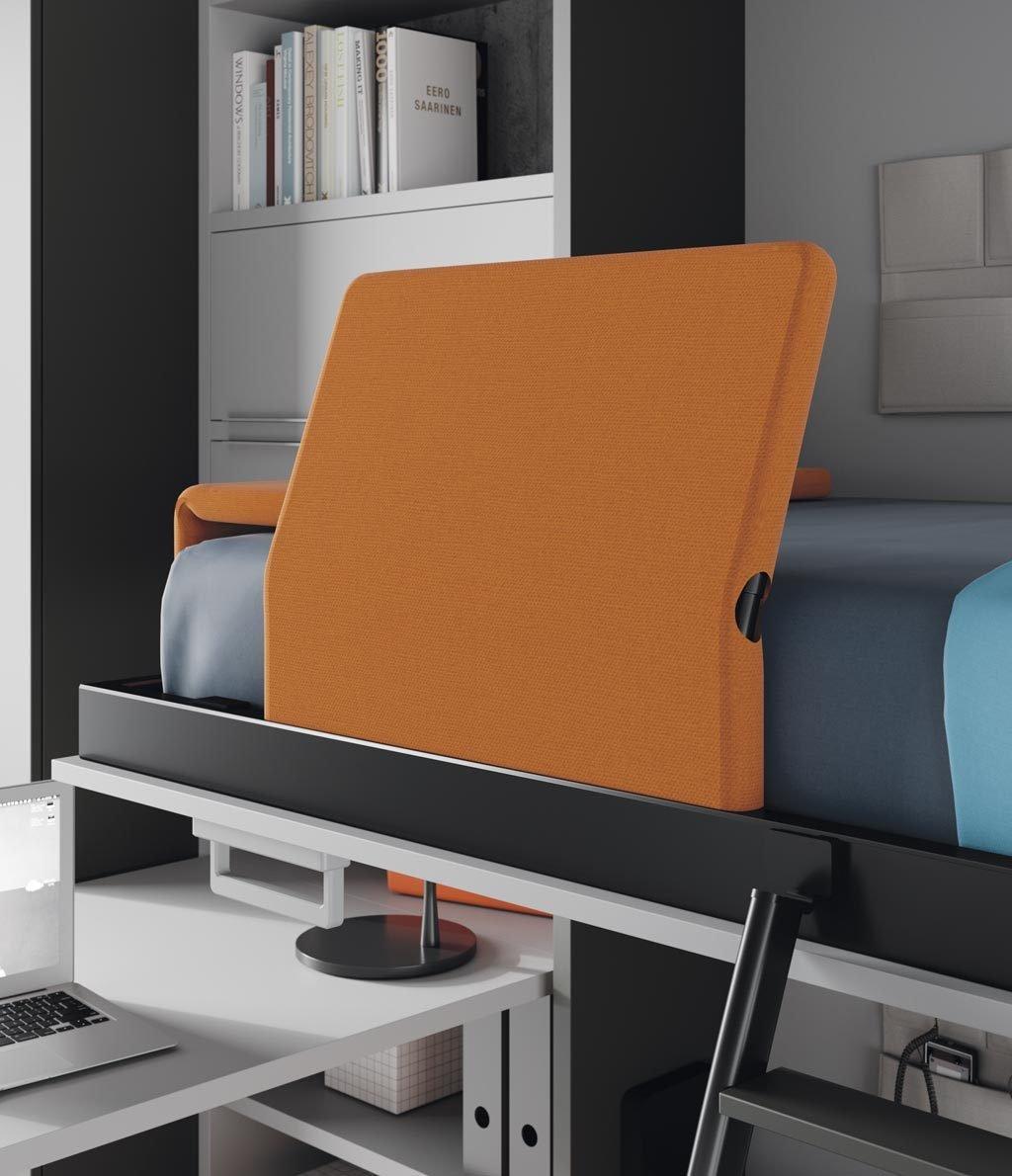 Detalle del protector tapizado abierto para poder dormir en la cama abatible