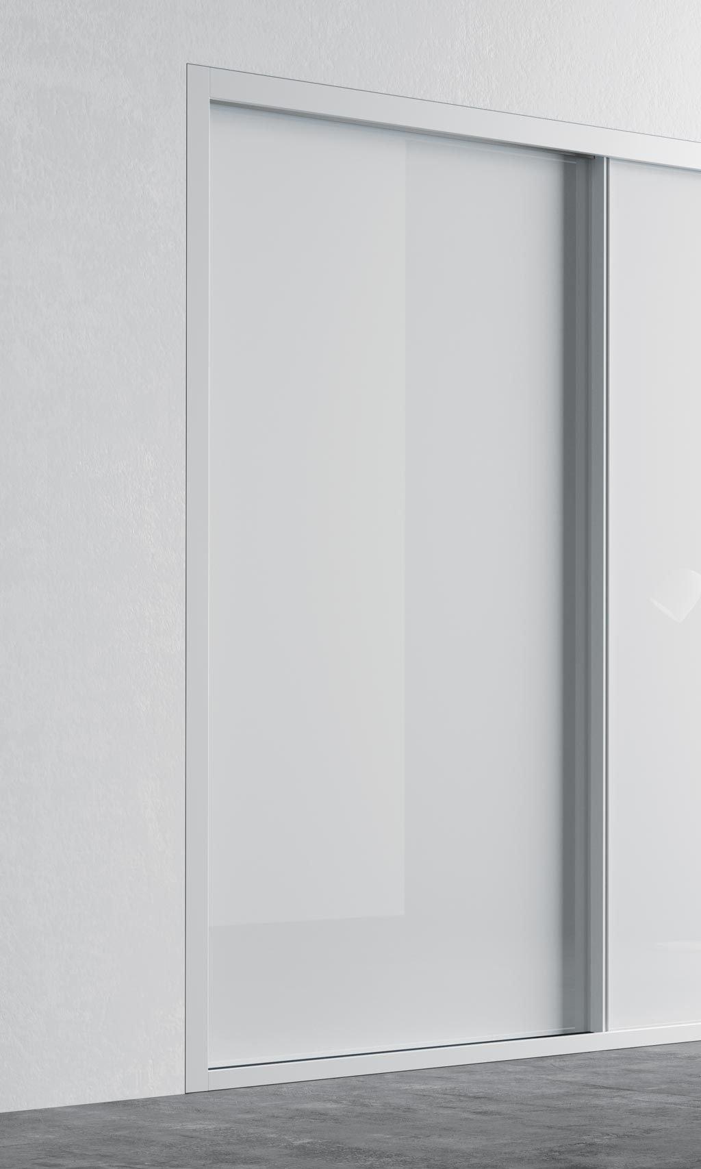 Detalle de la puerta corredera del armario empotrado en color Blanco Brillo