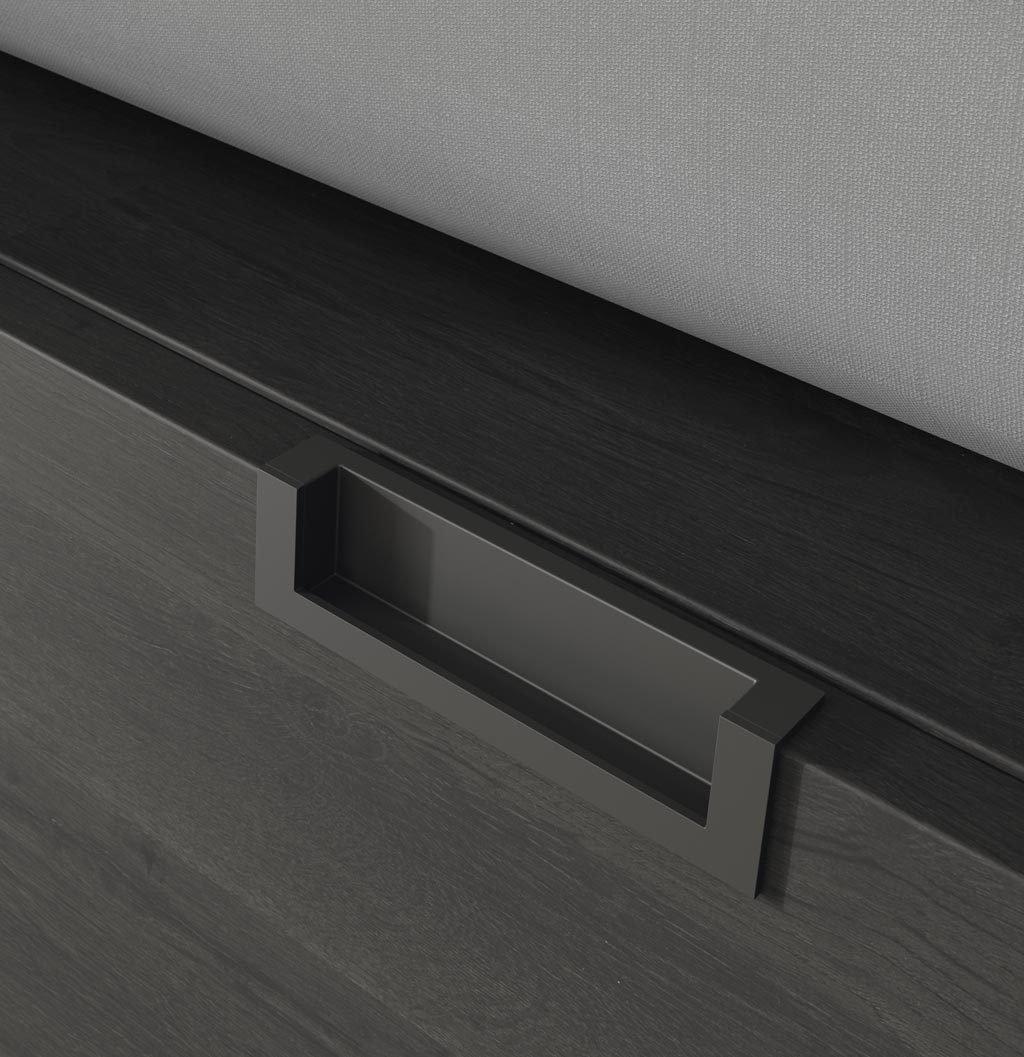 Detalle del tirador modelo CEES encastado en los cajones de la cama