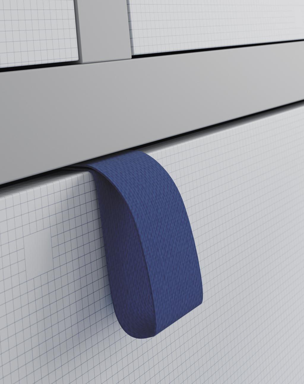 Detalle de la cinta tirador para abrir la cama abatible con comodidad