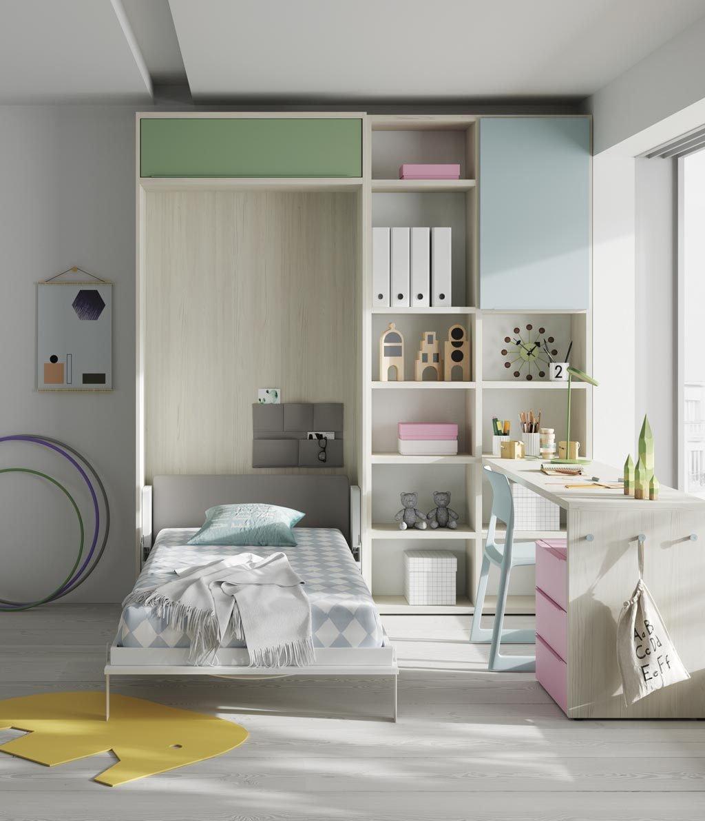 Con la cama abatible vertical abierta queda espacio suficiente en la habitación