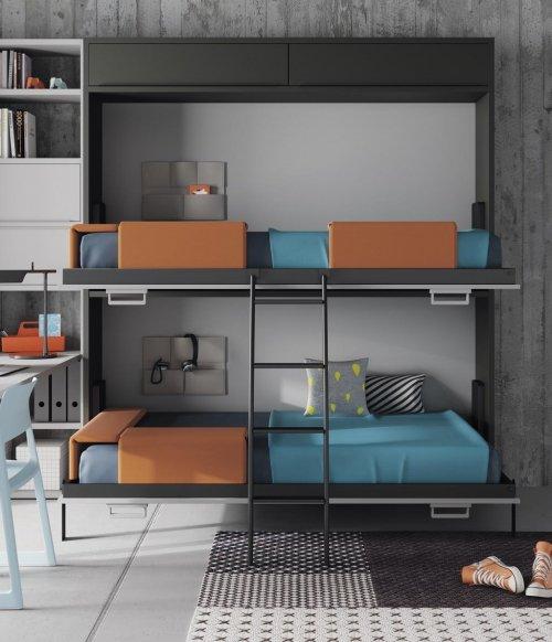 Detalle de las dos camas abatibles abiertas en la habitación juvenil