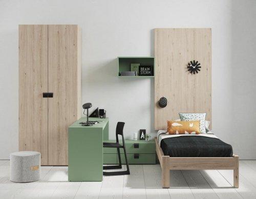 Este dormitorio juvenil dispone de una cama individual, armario y una zona estudio con cajones
