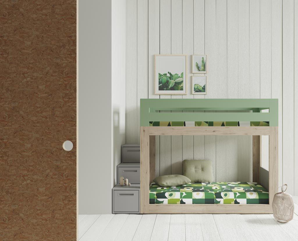 Habitación con litera que la escalera esta realizada con cajones
