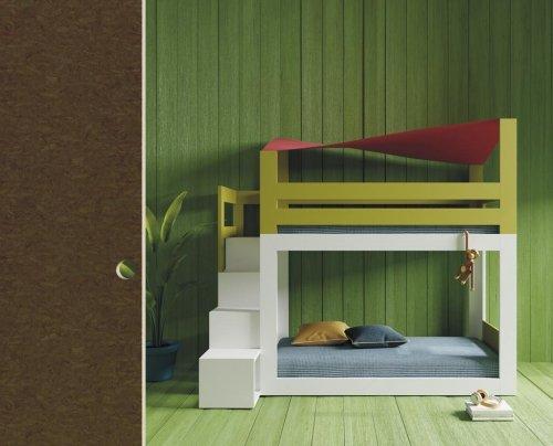 Litera con toldo y escalera hecha con estantes