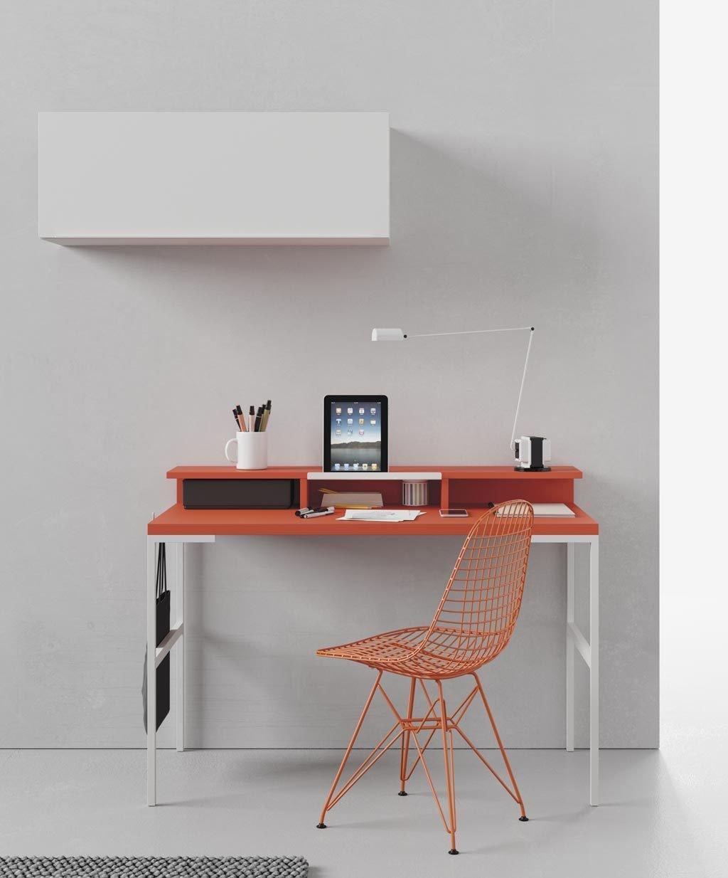 La mesa estudio TECH es muy funcional y ligera para que la coloques donde tu quieras