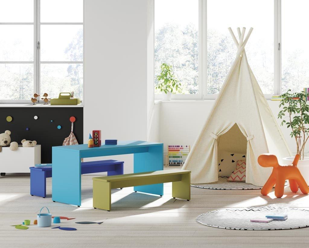 Mesa infantil rectangular con bancos para sentarse modelo PUKKA