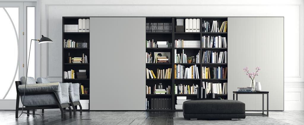 Mueble librería con cuatro puertas correderas
