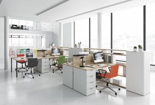 Con INFINITY 02 puedes distribuir cualquier espacio, mira esta propuesta de oficinas diáfanas que están tan de moda
