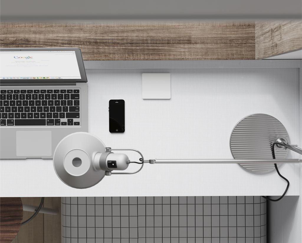 En las mesas de estudio puedes incorporar bases de enchufes y cargadores USB con tapa de protección