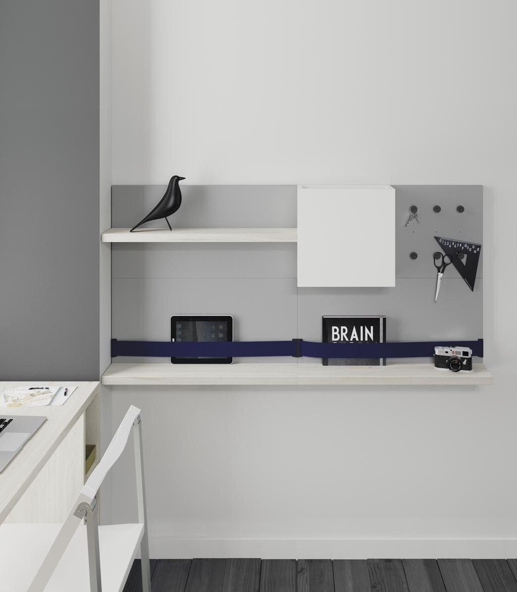 En esta composición FLAT tienes estantes, colgadores y cintas elásticas para sujetar lo que tu quieras