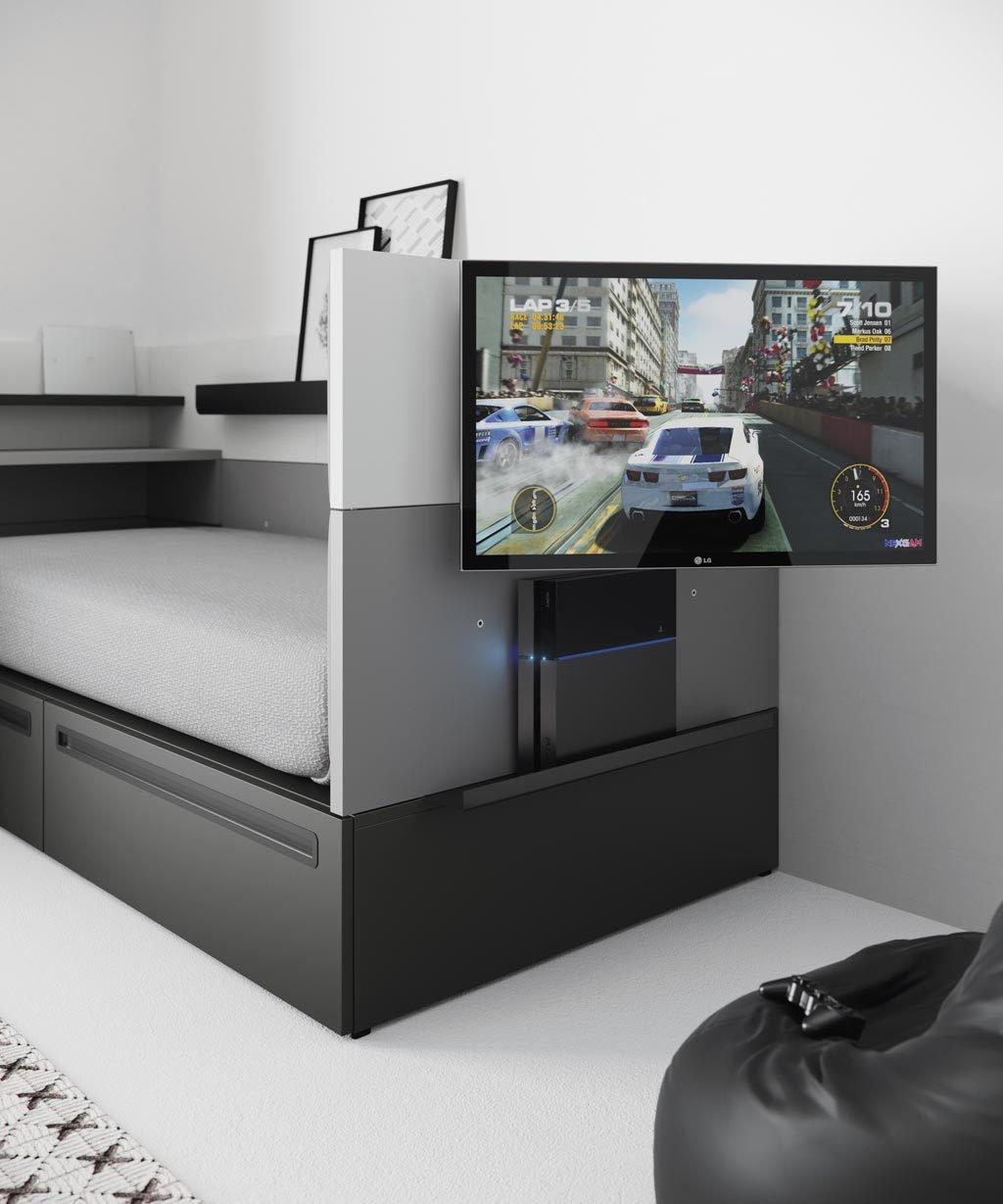 Detalle de la televisión colocada en el lateral de la cama NEST con estante para la vídeo consola