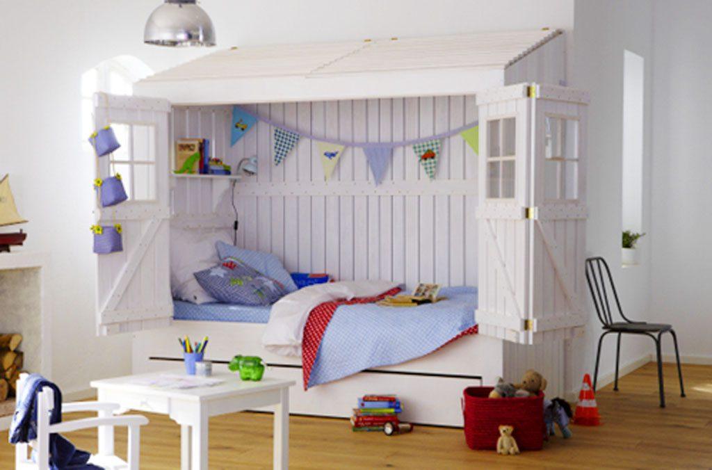 Cama infantil tipo casita de campo