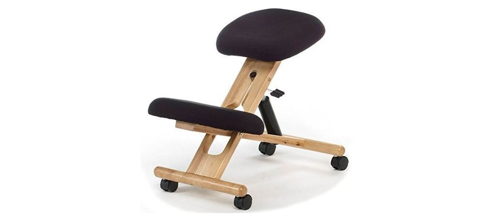 Silla ergonómica para sentarse apoyando las rodillas