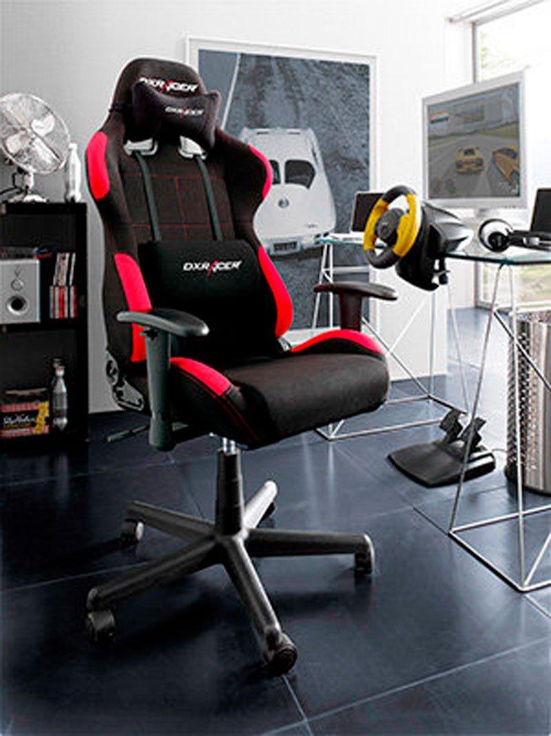Silla ergonómica con ruedas para controlar los mandos de los videojuegos