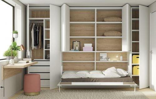 Cama abatible y armarios abiertos para ver los interiores