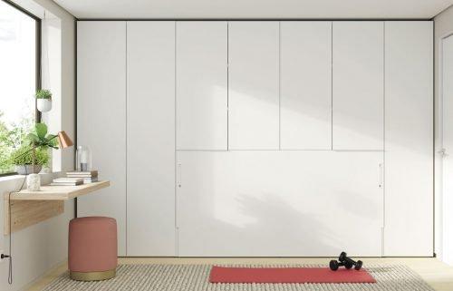 Cama abatible horizontal integrada con los armarios