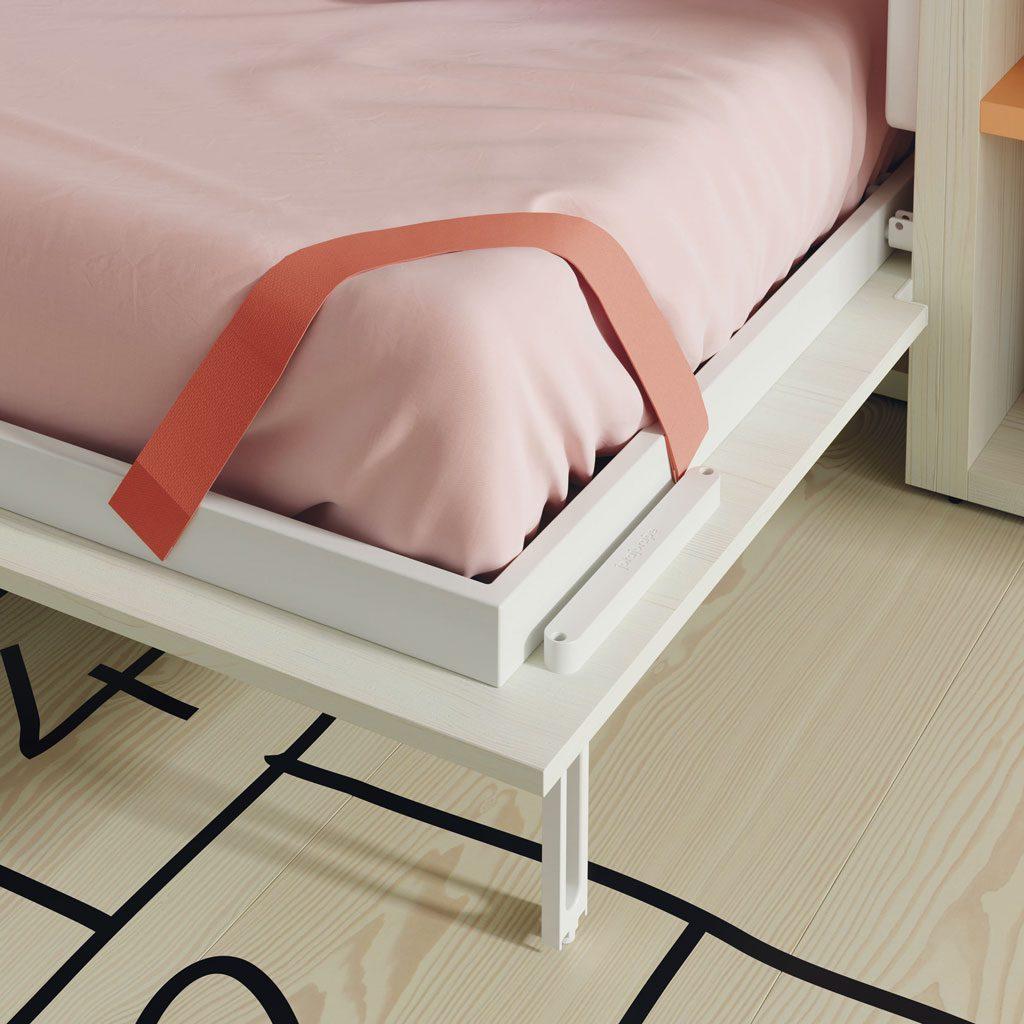 Detalle de la cincha elástica sujetando el colchón