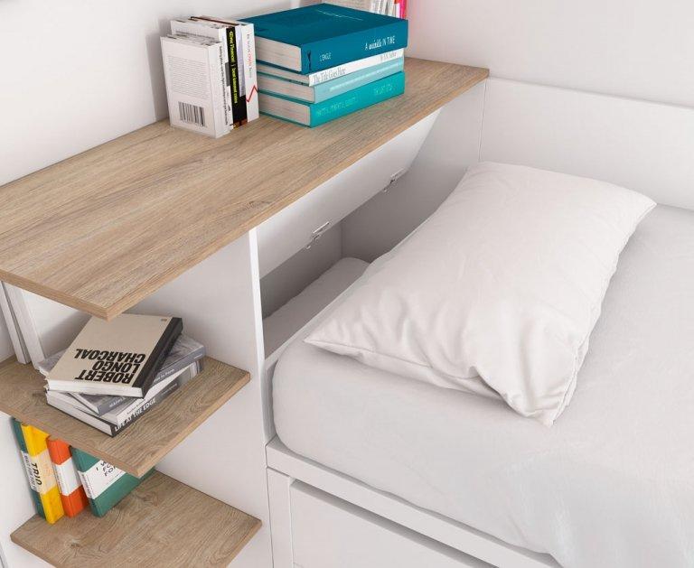 Detalle del arcón multifunción abierto de la cama