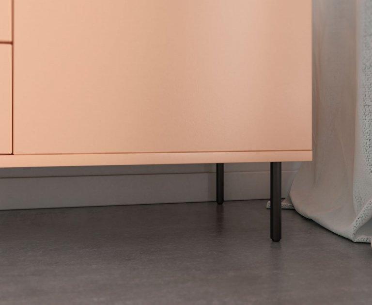 Detalle de la pata del mueble bajo